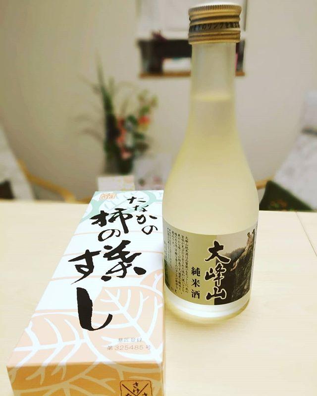 藤村酒造さんの純米酒大峰山とたなかさんの柿の葉すし。